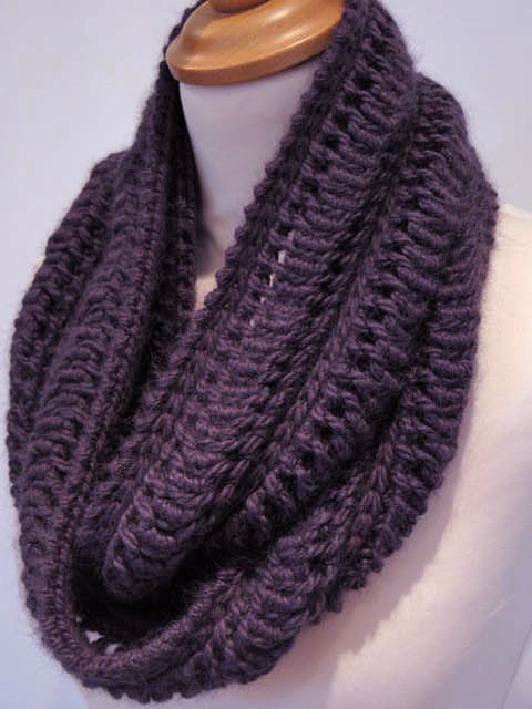 Knitting Infinity Scarf Pattern Free : New Year, new house and a new design JeanetteSloanDesign